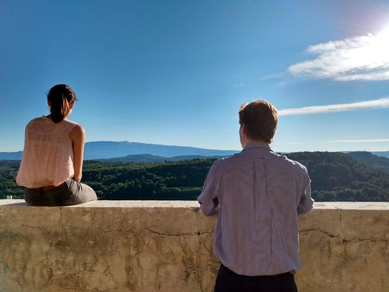 regarder au loin horizon Ventoux Venasque jeunes