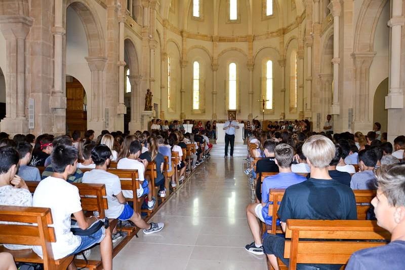élèves Marie Pila chapelle jeunes ados prière