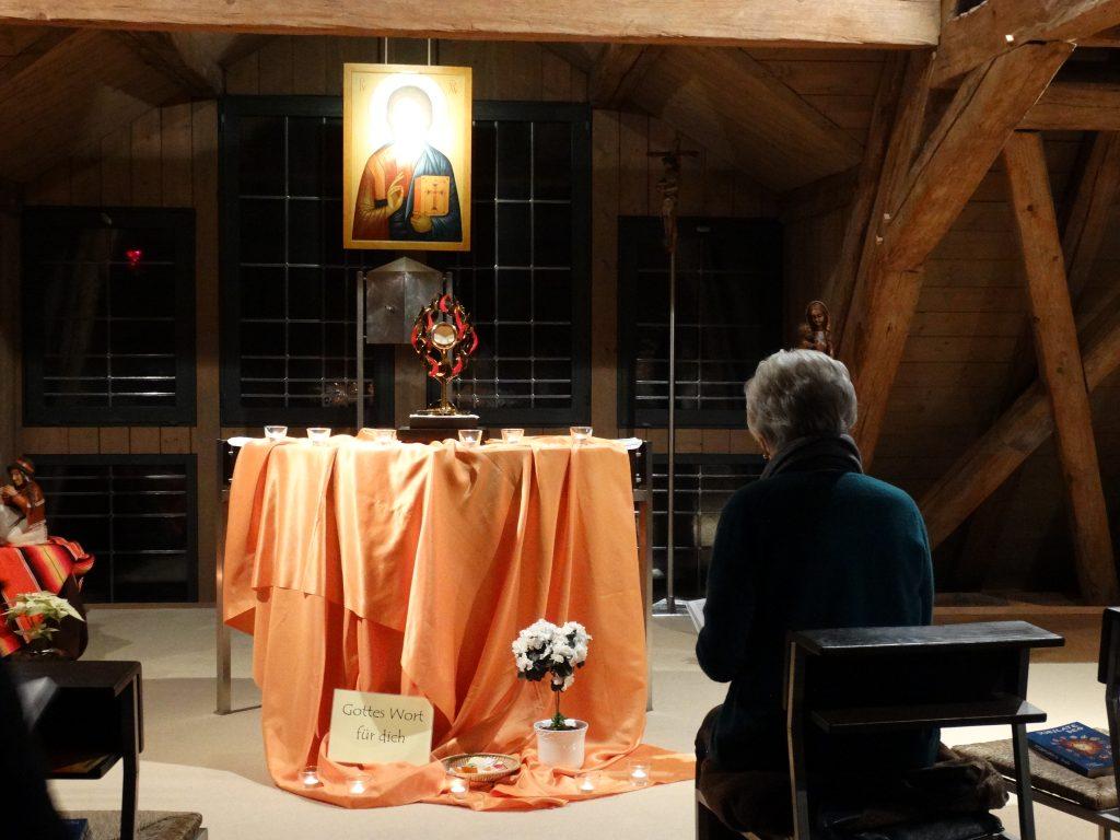 Temps d'adoration à l'oratoire