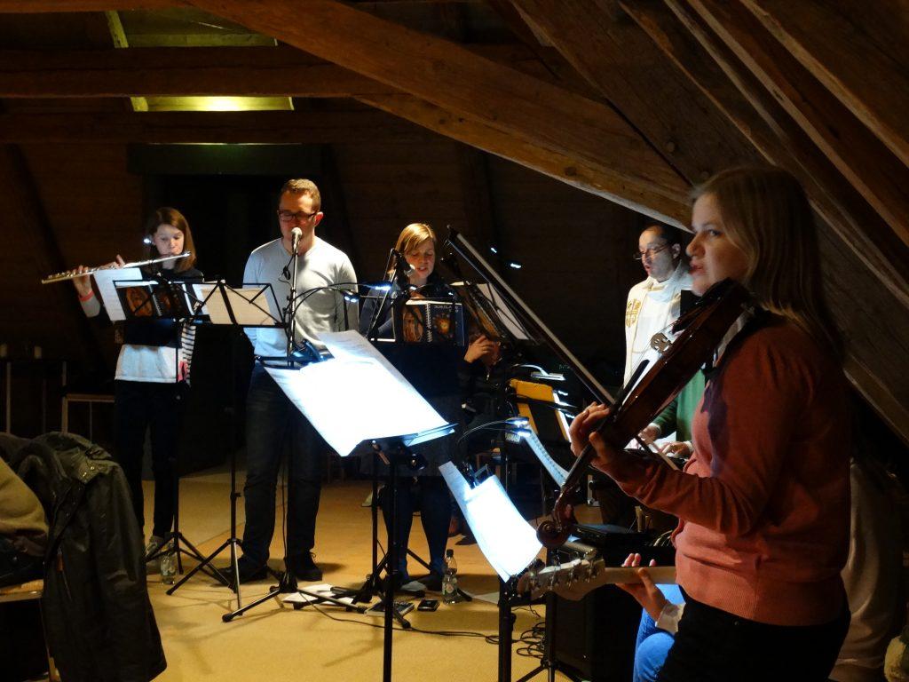 Groupe de prière, orchestre