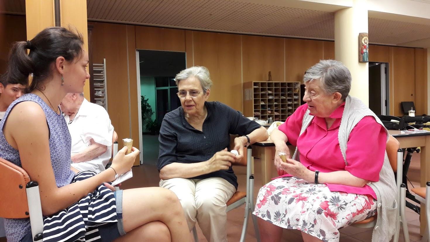 personne âgée discussion